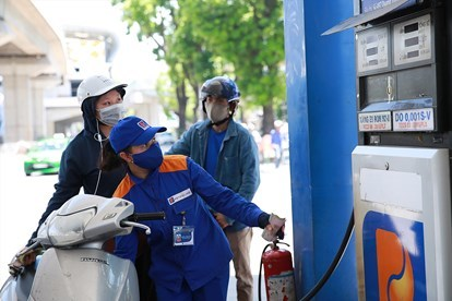Giá xăng dầu hôm nay 3/7: Dầu thô giảm mạnh