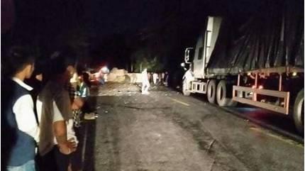 Nhảy khỏi xe mất lái, tài xế container va trúng đá tử vong