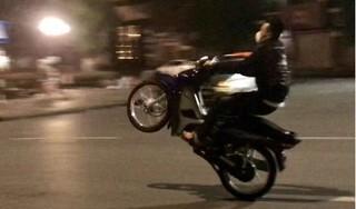 Khoe clip bốc đầu xe máy lên facebook, thanh niên bị phạt hơn 4 triệu đồng
