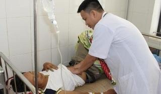 Nam thanh niên suýt mất mạng vì dùng lá lộc mại gói thịt ăn