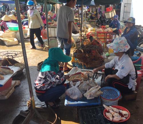 Tin tức thế giới 4/7, Trung Quốc từng bước xóa bỏ giao dịch, giết mổ gia cầm sống tại các chợ
