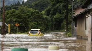 76.000 cư dân miền Tây Nam Nhật Bản phải sơ tán do mưa lũ