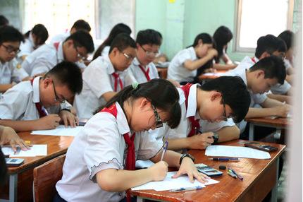 Hàng nghìn học sinh lơp 9 ở Pleiku phải thi lại vì lộ đề thi văn