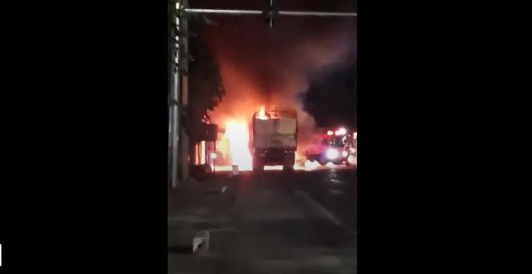 Xe tải cháy rụi cabin trong đêm trên quốc lộ 1A