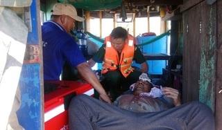 Cứu kịp thời thuyền viên bị thanh sắt rơi trúng đầu khi đang đánh cá trên biển