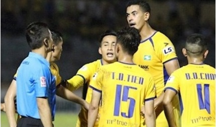 HLV SLNA kiến nghị ban tổ chức xem lại bàn thắng của Quảng Nam