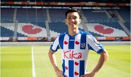 CLB Hà Nội ra thông điệp với CLB Heerenveen về Văn Hậu