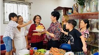 Đan Trường tổ chức sinh nhật cho mẹ, bật mí cách tặng quà cực 'khéo'