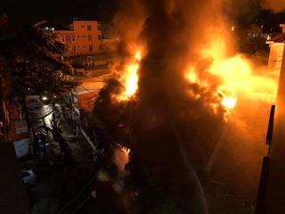 Cháy xưởng gỗ lúc rạng sáng thiệt hại hàng chục tỉ đồng