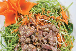 Nộm rau muống thịt bò thanh mát cho ngày hè nóng nực