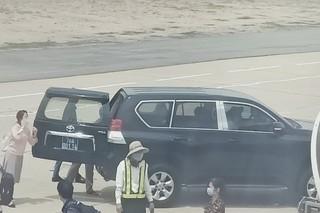 Xe đón Phó bí thư thường trực Tỉnh uỷ Phú Yên sát máy bay 'đúng quy định'
