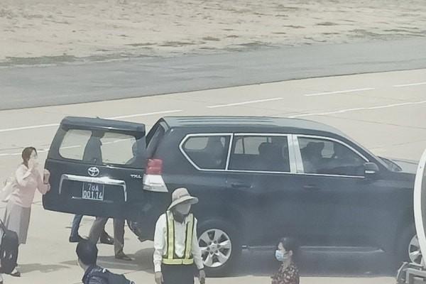 Bất ngờ với nguồn gốc và giá trị của xe biển xanh đón PBT Phú Yên sát máy bay