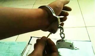 Truy bắt tên trộm bị còng tay vẫn tẩu thoát khỏi trụ sở công an