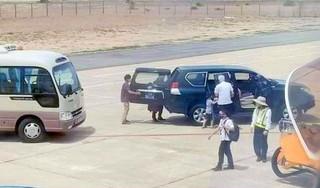Xe biển xanh đón Phó bí thư Phú Yên sát máy bay có giá 490 triệu đồng