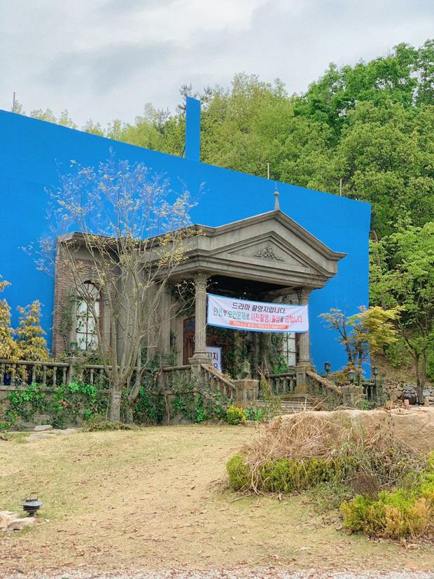 Lâu đài nguy nga lộng lẫy của Seo Ye Ji trong 'Điên thì có sao' hóa ra chỉ là 'một cú lừa'