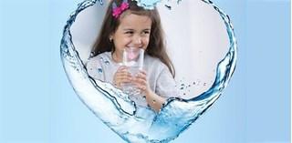 WHO cảnh báo rủi ro khi sử dụng nước tinh khiết đối với trẻ nhỏ