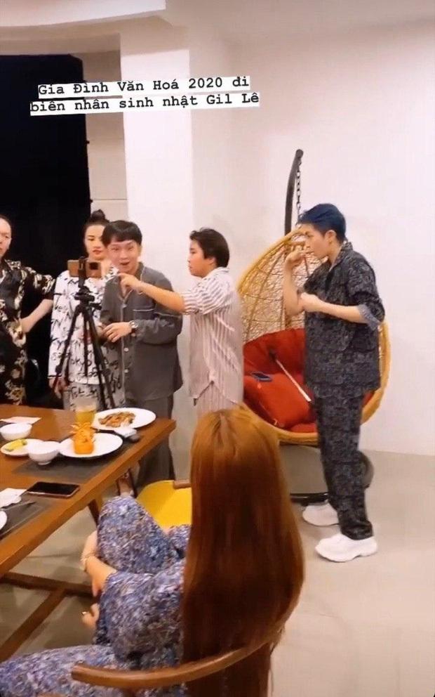 Hoàng Thuỳ Linh diện pyjama đôi, cực tình tứ trong tiệc sinh nhật Gil Lê