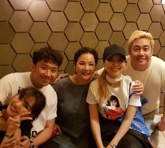 Trấn Thành tiết lộ lý do chưa bao giờ gọi mẹ Hari Won là mẹ vợ