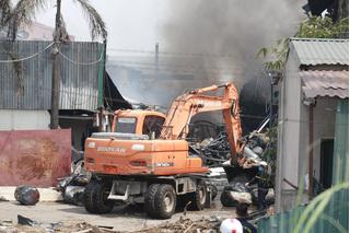 Không khí độc hại thế nào sau vụ cháy kho hóa chất Long Biên?