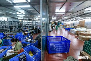 Choáng với doanh thu hơn chục tỉ đồng mỗi tháng của kho hàng lậu ở Lào Cai