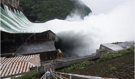 Hồ thủy điện Trung Quốc phải mở toàn bộ cửa xả lũ khẩn cấp