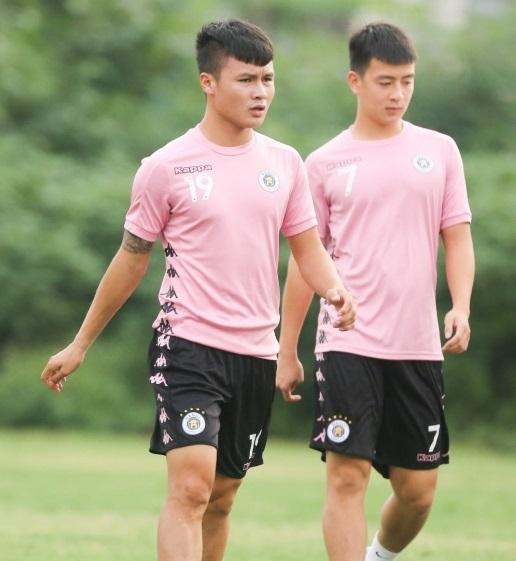 Tiền vệ Quang Hải nguy cơ phải ngồi ngoài ở vòng 9