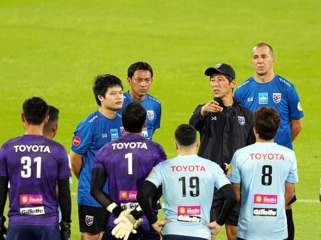 Bóng đá Thái Lan kêu gọi hàng loạt cầu thủ gốc Thái