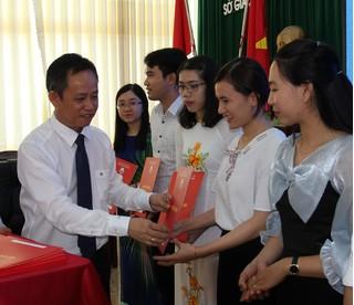 37 giáo viên ở Đắk Lắk được trao quyết định tuyển dụng đặc cách