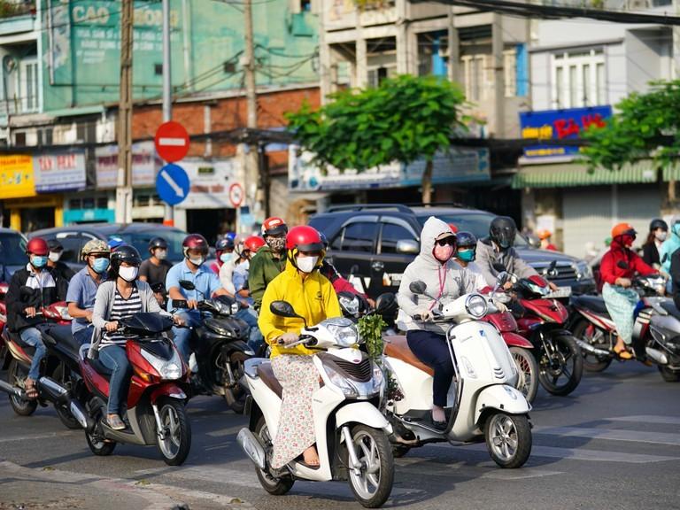 Sinh viên ngoại tỉnh không được đăng ký xe biển Hà Nội, TPHCM?
