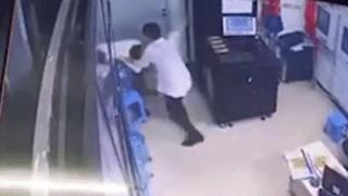 'Phê' rượu, nam thanh niên tấn công nữ bảo vệ chung cư nhập viện