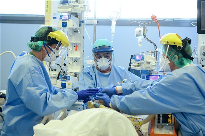 Tin tức thế giới 10/7, Trung Quốc cảnh báo về bệnh lạ chết chóc hơn Covid-19 ở Kazakhstan