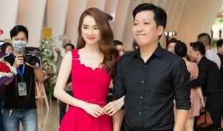 Trường Giang 'tay trong tay' hộ tống bà xã Nhã Phương đi sự kiện