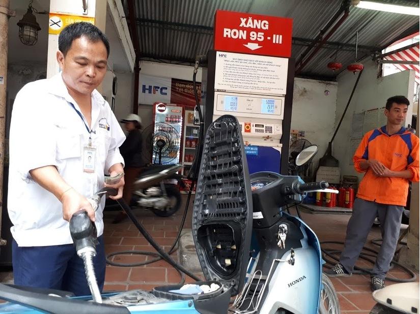 Giá xăng dầu hôm nay 11/7: Giảm do lượng dầu tồn kho ở mức cao