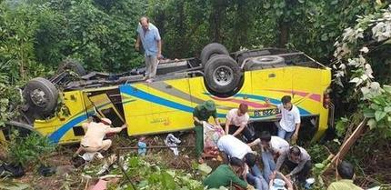 Xe khách lao xuống vực khiến ít nhất 4 người tử vong, hàng chục người bị thương