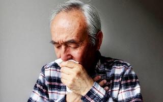 Ho ra máu tươi, cụ ông đi khám phát hiện ung thư phổi giai đoạn cuối