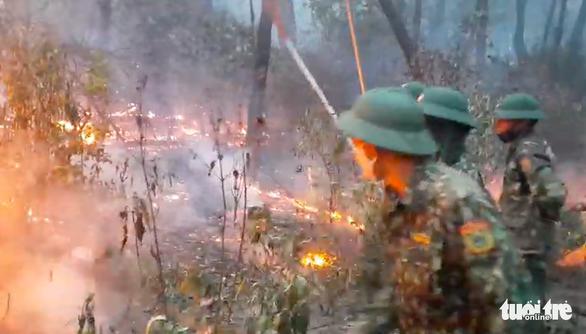 Người phụ nữ làm cháy rừng 2 xã, hơn 1.000 người oằn mình dập lửa trong đêm