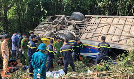 Thêm một nạn nhân tử vong trong vụ xe khách lao xuống vực ở Kon Tum
