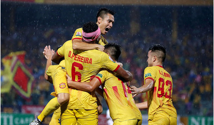 Đánh bại Quảng Nam, Nam Định chính thức thoát khỏi vị trí cuối bảng