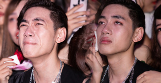 K-ICM bật khóc vì bình luận tiêu cực của anti-fan trong mini concert mừng sinh nhật