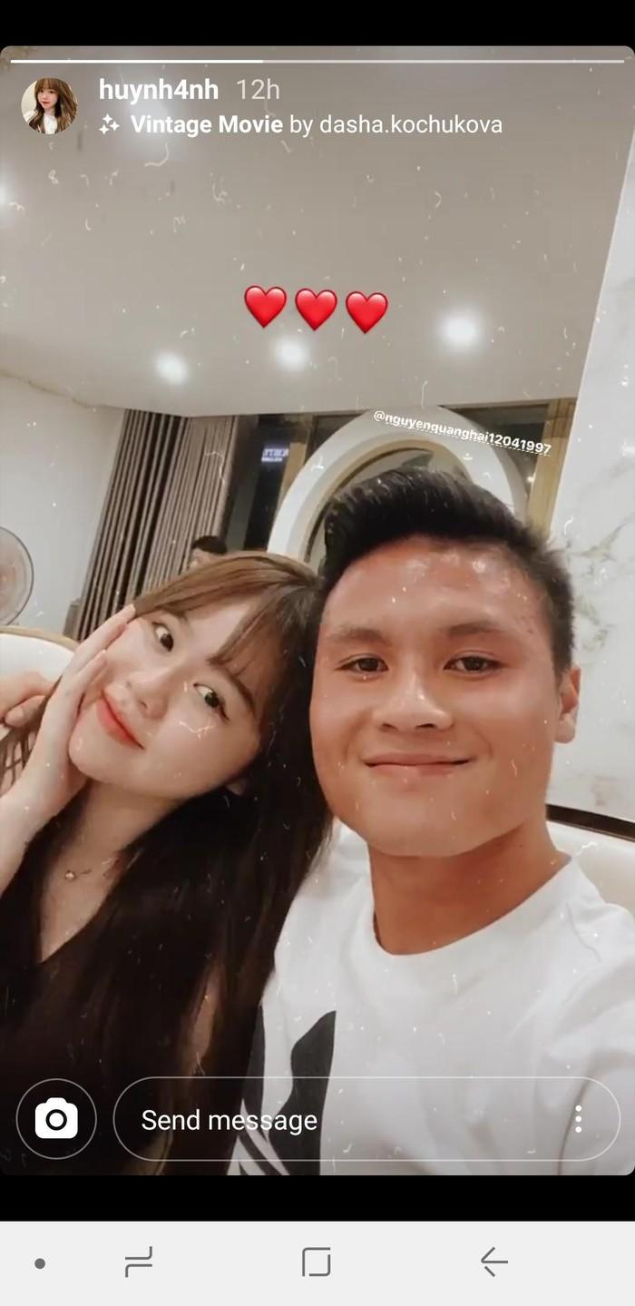 Quang Hải, Huỳnh Anh chia sẻ khoảnh khắc tình tứ bên nhau.