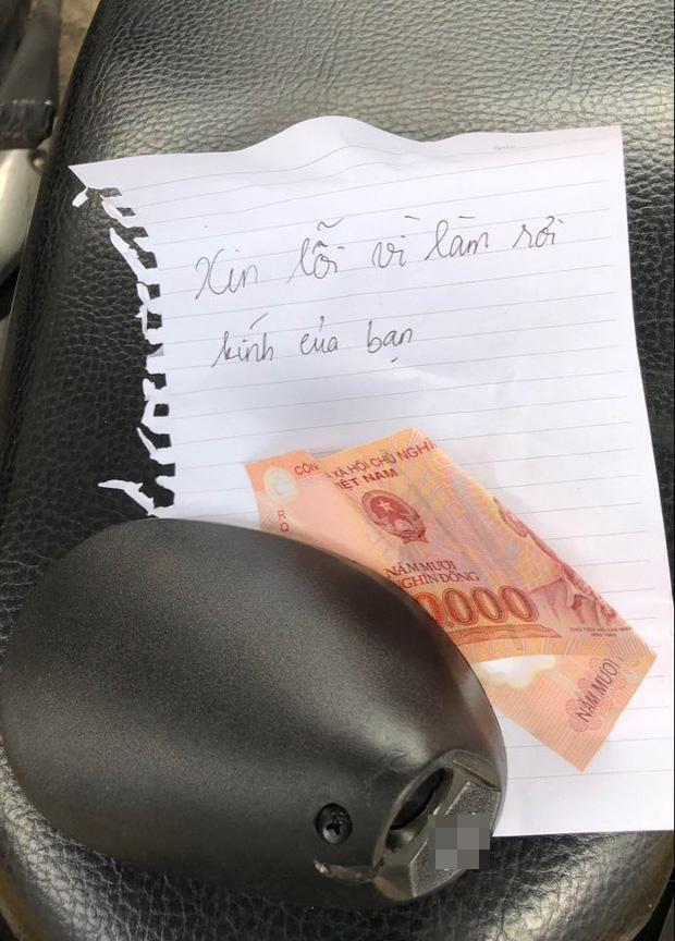 50.000 đồng và giấy xin lỗi vì làm hỏng gương xe