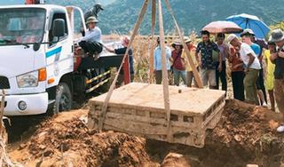 Phát hiện sập đá cổ dưới ruộng ngô