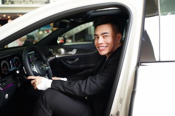 Chưa biết lái ô tô nhưng Lê Dương Bảo Lâm vẫn mạnh tay tậu xế hộp 3 tỷ