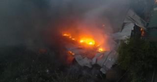 Xưởng sản xuất mũ bảo hiểm ở Hà Nội bốc cháy ngùn ngụt