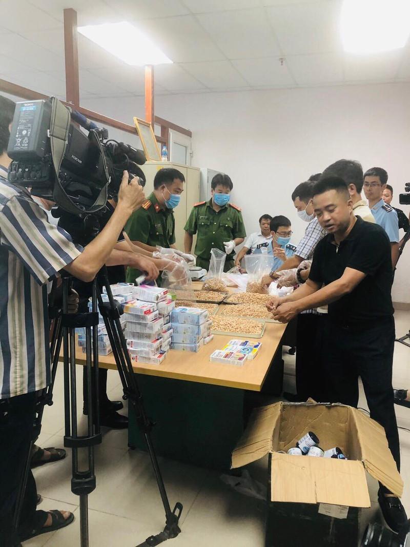 Thu giữ 19kg ma túy tổng hợp vận chuyển qua sân bay quốc tế Nội Bài