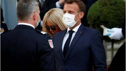 Pháp bắt buộc người dân đeo khẩu trang khi tới khu vực công cộng