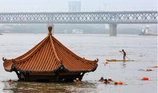 27/31 tỉnh thành Trung Quốc chịu ảnh hưởng nặng nề của lũ lụt