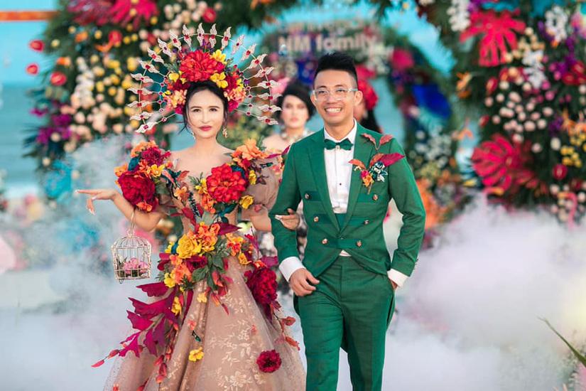 Vợ chồng Minh Nhựa kỉ niệm 8 năm ngày cầu hôn, trao nhau quà khủng