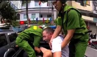 Nha Trang: Người đàn ông nước ngoài cầm dao đe doạ người đi đường