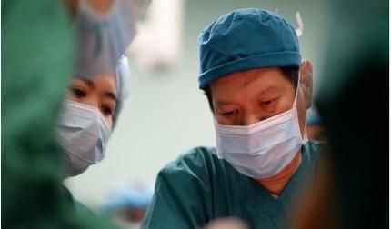 TS-BS Trương Quang Định chia sẻ giây phút 'sợ' nhất khi mổ tách cặp song sinh